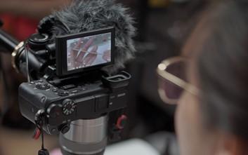 Dokumentasi PT Athena Ruang Belajar (www.aroom.id) : proses pembuatan video kursus nail art online oleh instruktur
